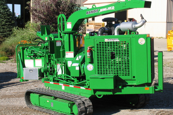 Bandit Industries | 255XP SERIES | Model 255XP - TRACK  DISC STYLE HAND-FED CHIPPER for sale at Rippeon Equipment Co., Maryland
